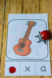 Grab your counters or clothespins- your child will need them for this fun hands-on bug letter sounds clip card set. Guaranteed to help with beginning sounds