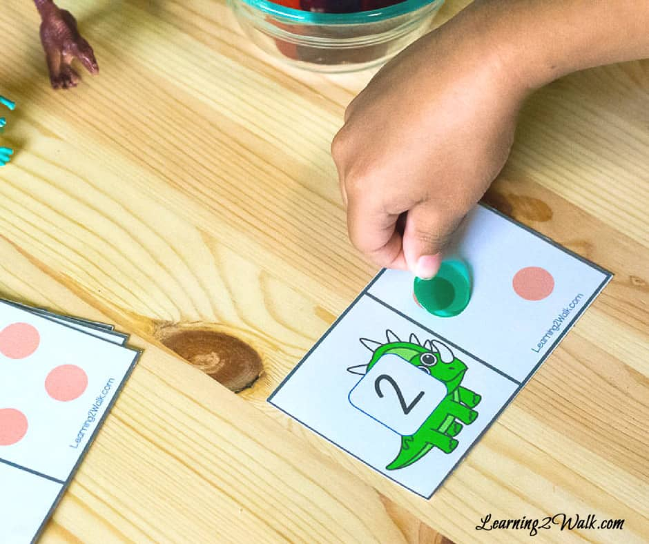 Okay, just how do you teach your kids to recognize numbers? These dinosaur number recognition cards are the perfect tool!